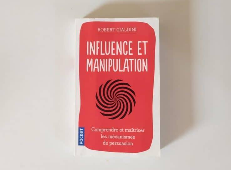 """La couverture du livre """" Influence et Manipulation"""""""